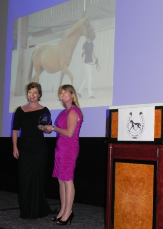 "Suzanne accepting ""Wendy's"" award from Horse and Hound's Editor Lucy Higginson"